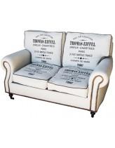 двухместный или трехместный диван в тканевой обивке с принтом